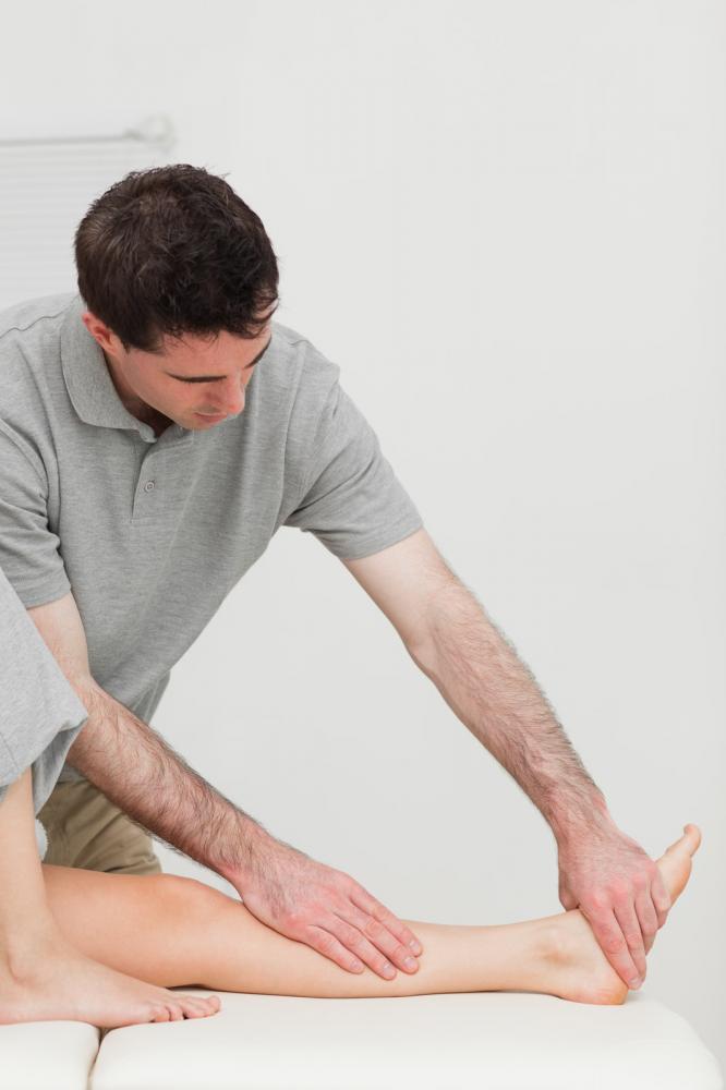 naprapat med kvinnelig pasient