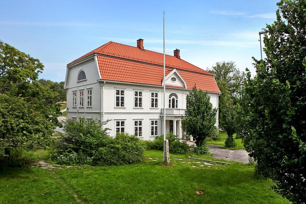 Naprapatene på Fredrikstad Rygg- og Leddsenter holder til i det gamle Herredshuset på Trara!