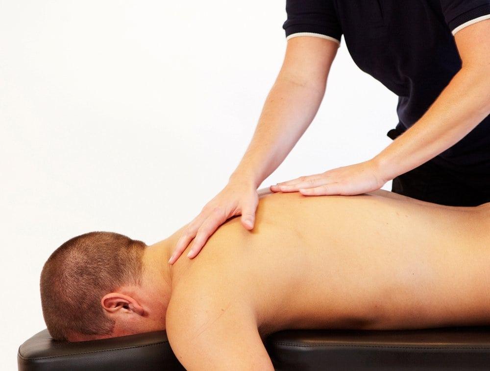 Naprapatbehandling av brystrygg og nakke med massasje - Fredrikstad Rygg- og Leddsenter